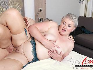 AgedLovE Hot Mature Lady Sucking Beamy Hard Dick