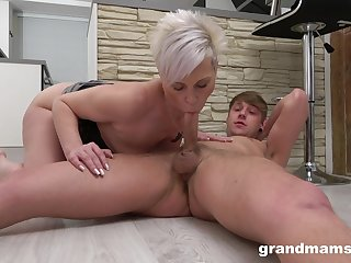 Mommy blows the dick and fucks take insane amateur scenes