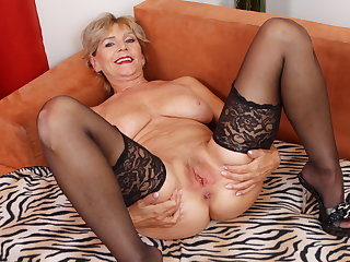 Grey mature Inke lubes and dildo pumps her pussy