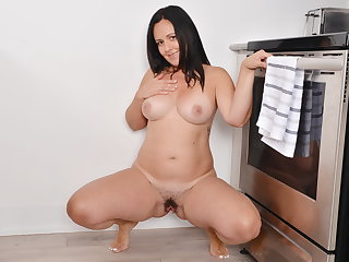 Fitness milf Brandii wean away from Canada rubs one out in the kitchen