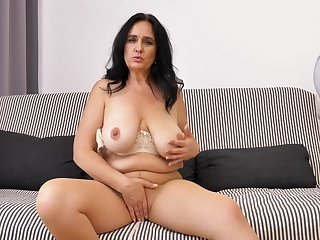 Solo video of mature Ria Black pleasuring her cravings superior to before the bed