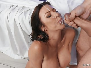 Massage leads nearly passionate shagging and cum in mouth for Alexis Fawx