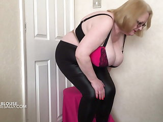 Stingy leather look leggings