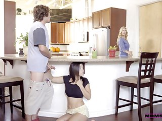 Morning sex round the hot teen and her insanely hot mom