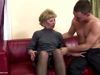 Hairy mature mom ass fucked with an increment of pissed on