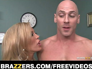 Divorced adulterate gives her well hung patient a thorough exam