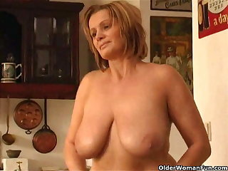 Beamy mature sweeping with chunky tits