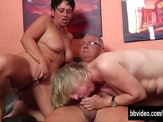 German milfs gets fucked thither threesome