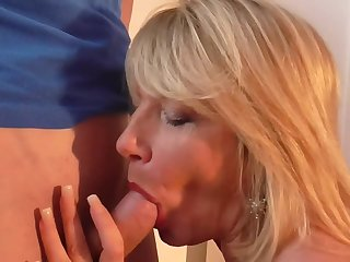 Mature British mom Amy seduce young lucky foetus