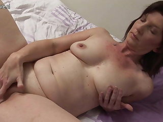 Naughty housewife playing up her wet pussy