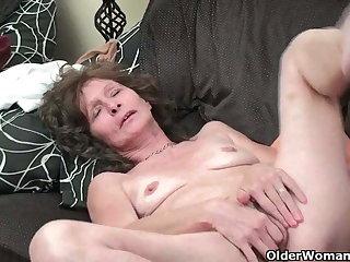 Saggy granny in stockings masturbates prudish pussy