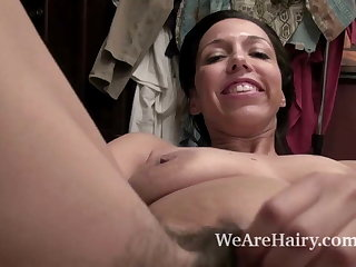 Sophie Moore takes discretion and combs the brush pussy in dado