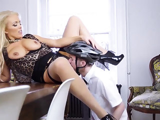 Mature milf cram solo Having Her Way With A Rookie