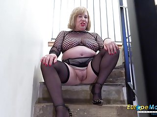 Age-old BBW cleans up her pee from the stairs research masturbating