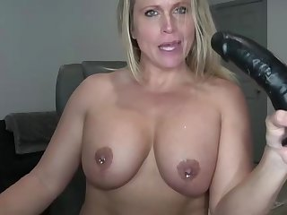 Blond milf use dildo and drag inflate