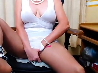 Busty 50 years Granny Fingering on webcam