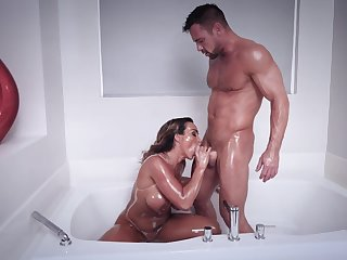 Husky man shows this busty MILF barely acceptable orgasms