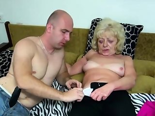 Old blonde botch gets say no to cunt dildoed