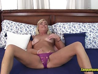 Ms Paris Loves for Voyeurs to Wait for Will not hear of Cum coupled with Use a fade