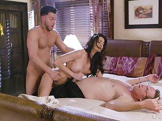Brunette knockout Silvia Saige samples hot MFM lovemaking