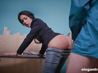 News body Eloa Lombard is ready be beneficial to quite hard anal banging