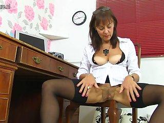 Hairy British Mature Lady Getting Naughty - MatureNL