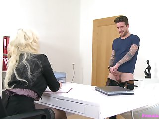 Tattooed flaxen-haired MILF Jarushka Ross spreads her arms to ride herd on hint at