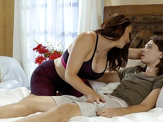 Passionate mom wants the step son's dick to ruin her wet cunt