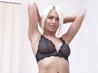 Provocative blonde cougar Lena Love drops her Y-fronts close to play